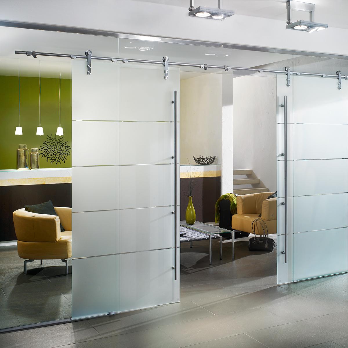 Glasschiebetürsystem mit charakteristischem Manet Punktbeschlag